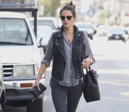 Alessandra-Ambrosio-Mansur-Gavriel-Bucket-Bag