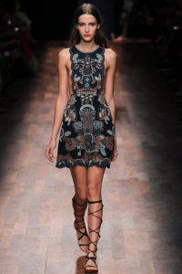 valentino-spring-2015-ready-to-wear-sandalias-gladiadoras